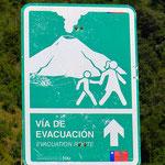 Evakuierungsweg bei einem Vulkanausbruch. Die Menschen hier leben mit dieser ständigen Gefahr.