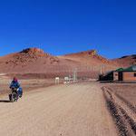 Der Grenzposten Chile/Argentinien mitten in der Wüste.
