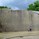 Beim Bau des Schlosses wurden riesige Steinplatten per Schiff herbei geschafft.