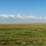 Wir können uns am Panorama kaum satt sehen. Eine der schönsten Strecken der bisherigen Tour.