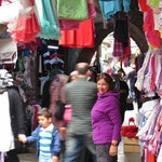 Strassenmarkt in den engen Gassen von Trabzon.