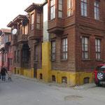 Es gibt noch viele alte Holzhäuser in Edirne. Manche leider in sehr schlechtem Zustand