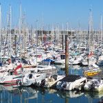 Im Jachthafen von La Rochelle liegen hunderte Boote.