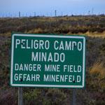 Auch das gibt es: Minenfelder, wohl aus der Zeit der Grenzkonflikte mit Argentinien. Zelten nicht ratsam.