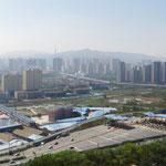 Die Skyline von Xining, ca. 2,5 Mio. Einwohner.