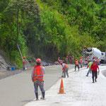 Die Strasse nach Rio Dulce wird laufend ausgebaut.