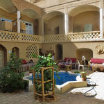 Relaxen im Innenhof des Hotels in Kaschan.