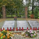 """Hier stand das Arbeitsnebenlager """"Eintrachthütte"""", zum KZ Auschwitz gehörend."""