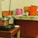 Die Küche hat nur eine minimale Einrichtung. Fliessendes Wasser gibt es nicht.