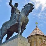 König Erekle II. wacht über die Stadt.