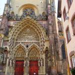 Portal des gothischen Münsters in Thann, Elsass.