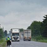 Viel Schwerverkehr auf der Achse Batumi - Tiflis. Wir müssen immer konzentriert fahren.