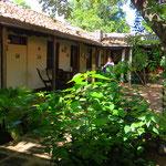 """Das schöne Hostal """"Casa de Los Berrios"""" mit herrlich grünem Innenhof in Léon können wir zum Ausspannen sehr empfehlen."""