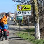 """Witzig: ein Dorf mit dem Namen """"23. August""""."""