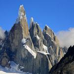So würde die Cerro Torre-Gruppe bei tollem Wetter aussehen (Foto Wikimedia, Alex Proimos, Sydney)