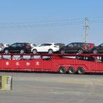 Autotransporter sind in China unglaublich lang. 20 PW´s transportiert ein solcher Truck.