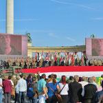 Am Nationalfeiertag, dem 23. Oktober (Beginn des Aufstandes für mehr Demokratie 1956), gibt es viele eindrückliche Gedenkfeiern im Land.