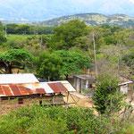An vielen Orten wohnen die Einheimischen sehr, sehr einfach.
