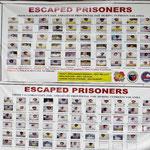 Sie sind während des letzten grossen Taifuns aus dem Gefängnis ausgebrochen. Die Fotos sind so verzerrt, kein Mensch würde die Entflohenen erkennen.
