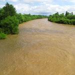 Die Flüsse sind nach der Gewitternacht braune Brühe.