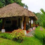 Die Candelaria Lodge liegt in einem wunderschönen parkähnlichen Dschungel.