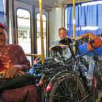 Im kleinen Bus nach Mary . . .