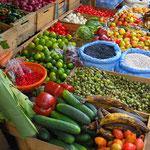Das Angebot an Gemüse und Früchten ist gross.