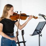 Next Wave Showcase intern Bridget Walsh performs at Community Concert.