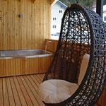 XL-Außenbadewanne beim Vital Chalet Edelweiß