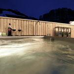 Rein in die Outdoor-Badewanne und den Abend gemütlich ausklingen lassen