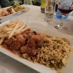 Stifado fresco di giornata accompagnato da riso Basmati e patatine