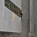 Follonica: vecchia insegna della ferrovia