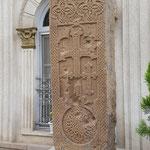 Kreuzstein aus Jolfa mit Einschusslöchern