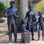 Скульптуры на набережной Сочи