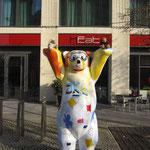 Wir werden auch vom Berliner-Bären auf Händen getragen.