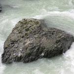 Und ein Herz-Stein mitten in der Aare