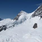 Die Jungfrau - mit Aufstiegsspuren und mehreren Seilschaften