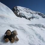 Mädels im Schnee vor dem Mönch