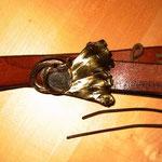 Ginkoblatt mit eingewachsenen Stein  - aus Bronze geschmiedet