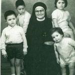 Niños Campos Otárola con su tía María Pilar