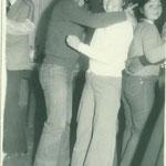 Patricia Mónica bailando felíz....
