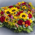 Trauerherz aus Sommerblumen