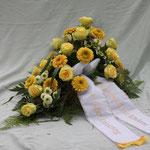 Grabgesteck aus Germini, Rosen und Chrysanthemen