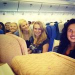 zwölf Stunden Flug mit supi Mädels :)