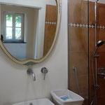 Badezimmer mit hochwertiger Ausstattung.