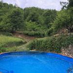 Der Pool ist über 3 Meter breit und 7,5 Meter lang. Bei 1,42 Meter Wassertiefe sehr gut beschwimmbar.
