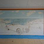 Malen des Himmels und des Meeres mit wasserlöslicher Wandfarbe. Auch die Seiten sind gemalt, die Rosen vor der Wand und die Katze im gemalten Fenster.