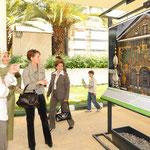 السيدتان أسماء الأسد وخير النساء غل تزوران معرض الأرض من السماء 17.05.2009