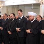 الرئيس الأسد يؤدي صلاة عيد الأضحى المبارك في جامع الأفرم بدمشق - 26.10.2012