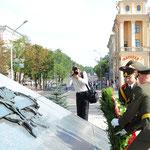 الرئيس الأسد يضع إكليلا من الزهر على نصب النصر التذكاري في ساحة النصر بمينسك - 26.07.2010